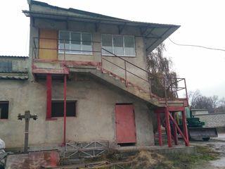 Продается промышленное помещение 1230 кв. м территория 0.5 га по центральной улице Штефан чел Маре р
