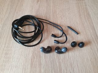 Shure SE215 casti profesionale. Perfect pentru in-ear monitor.