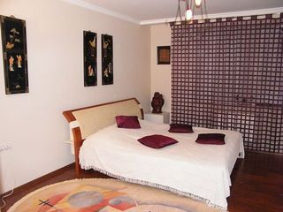Vip апартаменты в центре, гостиная + 2 спальни.