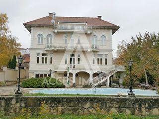 Casă în 4 nivele! Ialoveni, 800 m2 + 16 ari teren aferent!