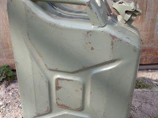 Канистры для бензина-20-10литров.-250-150лей(торг)