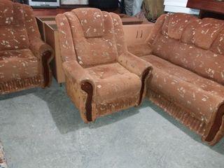 Продаю комплект( диван и 2кресла), диван в  3сложения  .Кресла раскладные.
