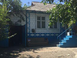 Vind teren cu doua case in satul Sireti.15km de la Chisinau!!!