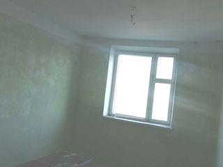 Vand apartament cu 3 odai in Peresecina