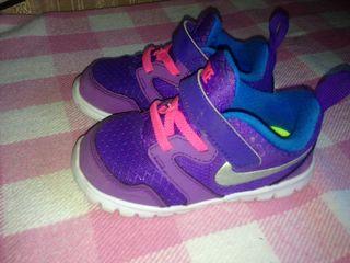 кроссовки Nike размер 23,5. ботаника