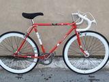 Vind bicicleta de sosea din Franta. Fixed gear.