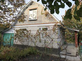 Vindem casa in zastinca, suburbia or. soroca.  casa este construita in totalitate din caramida alba