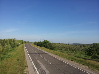 Teren  0.55ha, pe  traseul  M14 (betonka),  la 9km de la Stauceni, cu suprafata de 0,55 ha.