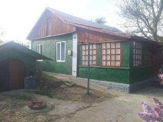 Продаётся дом с земельным участком в центре  Сынжеры