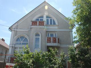 Buiucani, str. Barbu Lautaru, Casa Individuala, 380 m.p., 6 ari. Reparatie Cosmetica, Bazin