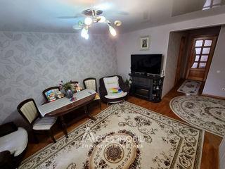 AMIC! Botanica, str. Busuiocești, 3 camere + living. Euroreparație!