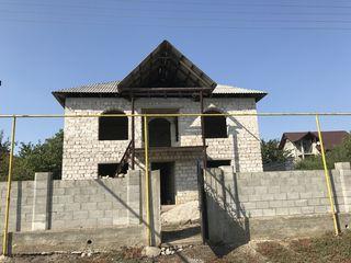 Vand casă nefinisată În Grătiești. Preț ușor negociabil pentru cumpărători reali!