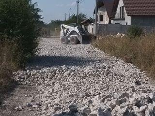 Oferim servicii de reparație si construcție a drumurilor de orice tip.