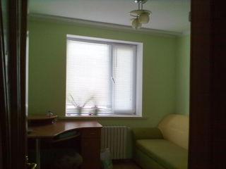 Se vinde apartament cu 3 odai in or.Straseni, In apropiere se afla: gradinita, scoala, magazin, tere