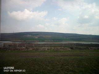Teren de construcție Sîngera-Dobrogea lîngă mănăstire cu fața spre iaz