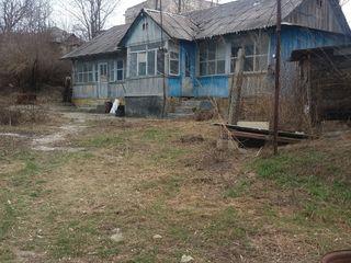 Se vinde casa bătrîneasca cu 13 ari de pămînt