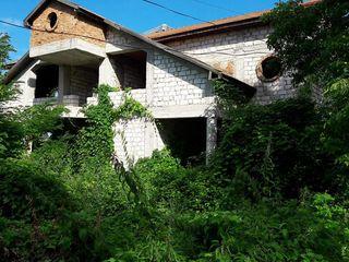 Дом дача резиденция (5 км. от Кишинёва, лесополоса, озеро...)Делайте предложения!