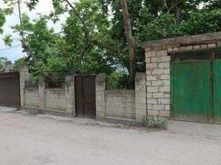 Дурлешты, ул. Виилор 14. Продается часть дома 110 кв.м. с участком 6 соток, отдельный вход. Гараж