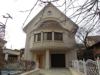 Продаются 2 дома на соседних участках с действующим бизнесом общей площадью 1060 кв. м.