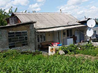 Se vinde casă de locuit cu teren  aferent în centru or. strășeni, schimb pe automobil.