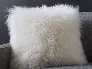 Подушки - Лама, в наличии серого и белого цвета, куплю вязаные наволочки, пледы, обмен