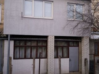 Vind apartament cu doua camere euroreparatie!!
