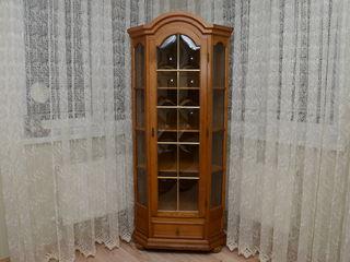 Продам отличный немецкий классический дубовый угловой сервант-шкаф!