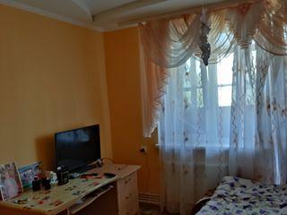 Apartamentu cu 3 camere in leova centru