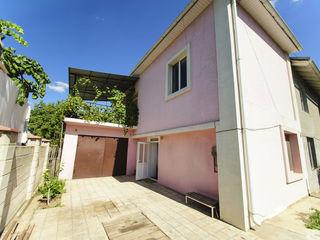 Продается дом на Ботанике , два этажа , терраса , гараж , подвал , двор на 2 машины , 3 комнаты, 2 с