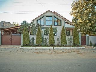 Cricova! Se vinde casa deosebita in 2 nivele cu o suprafata de 200 m.p.! Full mobilata si echipata!