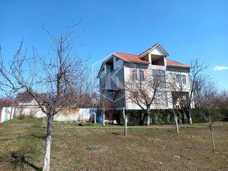 Vânzare casă în 2 nivele, 220 mp, teren 10 ari, Budeștii Noi, 5 km de capitală!