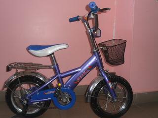 Bicicleta pentru copii 2-5ani,aproape noua,putin a fost folosita. 900 lei.