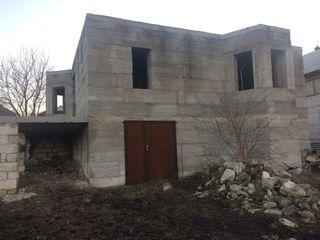 Vind lot de pamint 6 ari cu casa nefinisata in Ciorescu