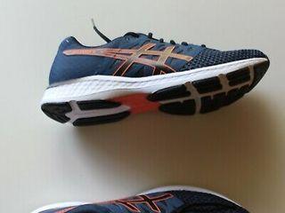 Asics новые кроссовки оригинал .