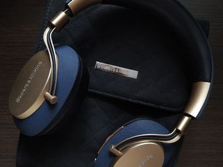 Наушники Bowers & Wilkins PX Active Noise Cancelling Wireless Headphones (Soft Gold)