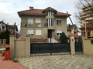 Casa cu 3 nivele, Sadoveanu, 480 mp, 1800 €