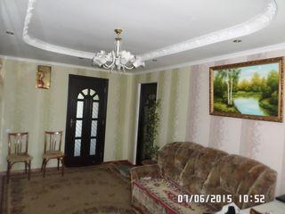 Vînd cu achitare in rate  apartament de mijloc cu 3 camere + garaj