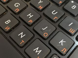 Гравировка кириллицы на клавиатуре ноутбука