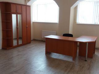 Oficii la etajul 1 linga Universitatea de Medicina