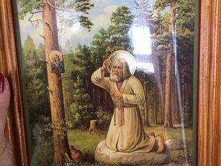 Icoana nouă Serafim Sarovski cu rama din lemn natural, 500 lei. Este adusă de la o biserică din Ukra