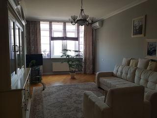Vând apartament - centru - 2 camere - Mobilat