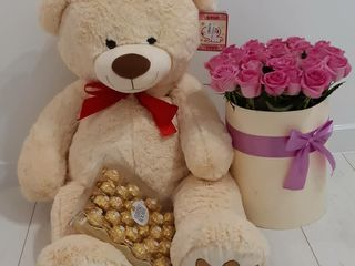 Ursuleti din plush 100cm / 450 lei + buchete din flori vii la cel mai accesibil pret!
