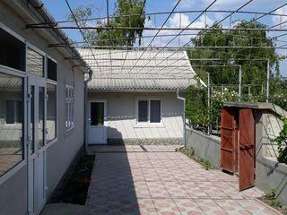 Se vinde casa la sol gata pentr-u trai cu loc de odihna(iaz artificial cu peste,foisor pentru relaxa