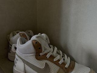 Nike originali ,sunt personalizati cu desen bej