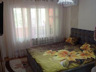 Продам 2- комнатную с отличным расположением!!!