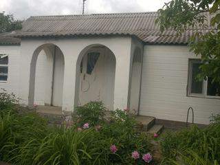 Anenii Noi casă cu 1 et. 80m, 26 ari, garaj,beci,saună toate comunicaţiile 24000 eu.