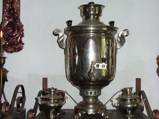Самовар, антикварные  часы с боем, кувшин,светильник,балалайка,каска,утюг угольный.
