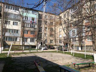 Se vinde apartament cu 3 camere în centrul or. Ialoveni/Продаётся 3-х комнатная квартира в Яловенах