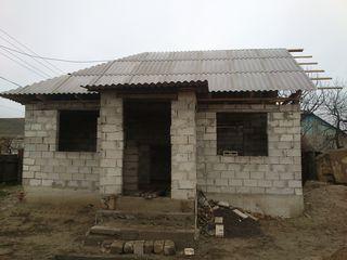 Se vinde casa nefinisata cu pamint de 9 ari