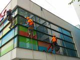 Мойка фасадов зданий и остеклений телескопическими карбоновыми штангами